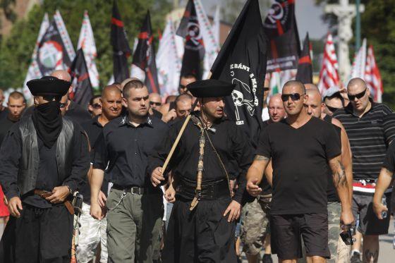 A Jobbik és több radikális szervezet demonstrációja Devecse