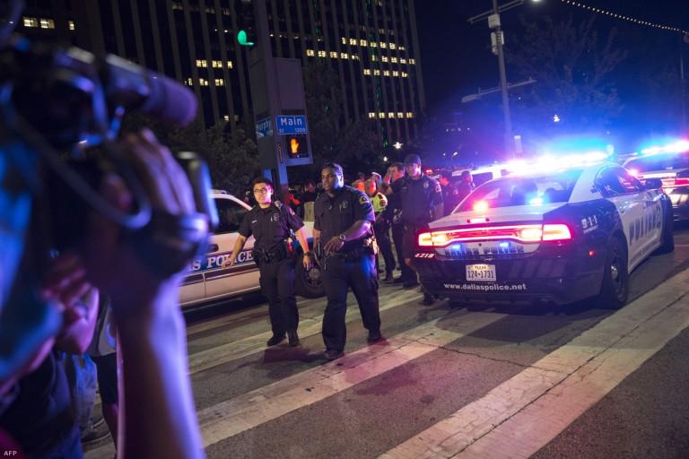 Faji háború az USA-ban: Öt rendőrt lőttek le a néger bűnözők