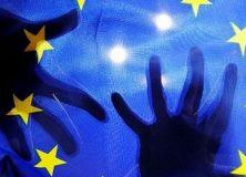 eu-zaszlo-kezzel